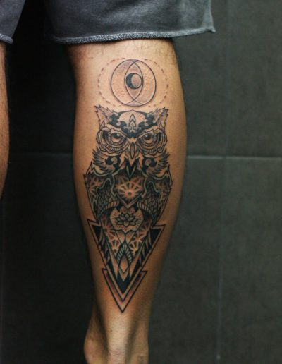 GEOMETRIC_OWL_LEG_TATTOO